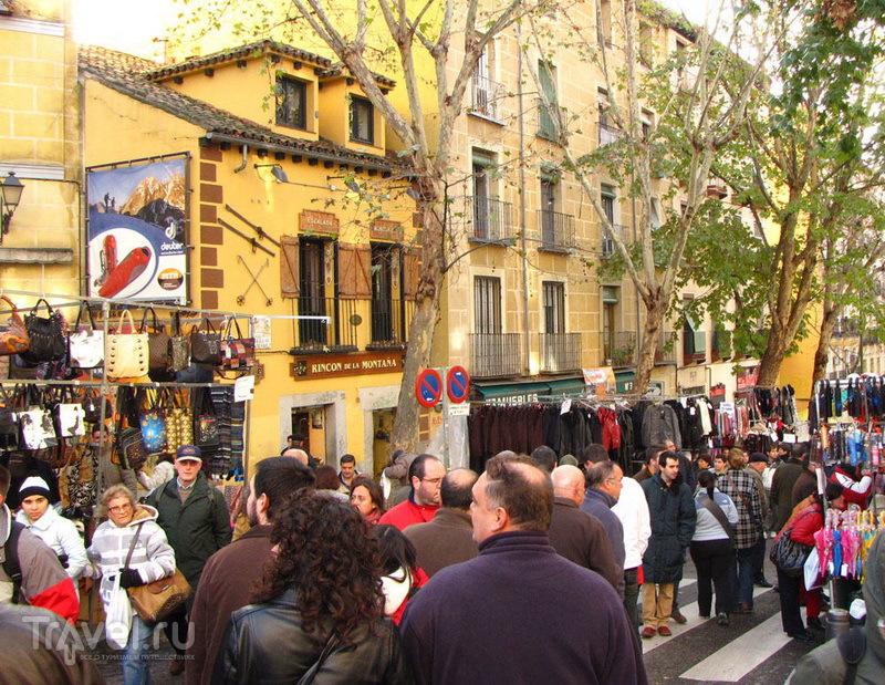 Эль-Растро (El Rastro) - самый большой блошиный рынок Мадрида / Испания