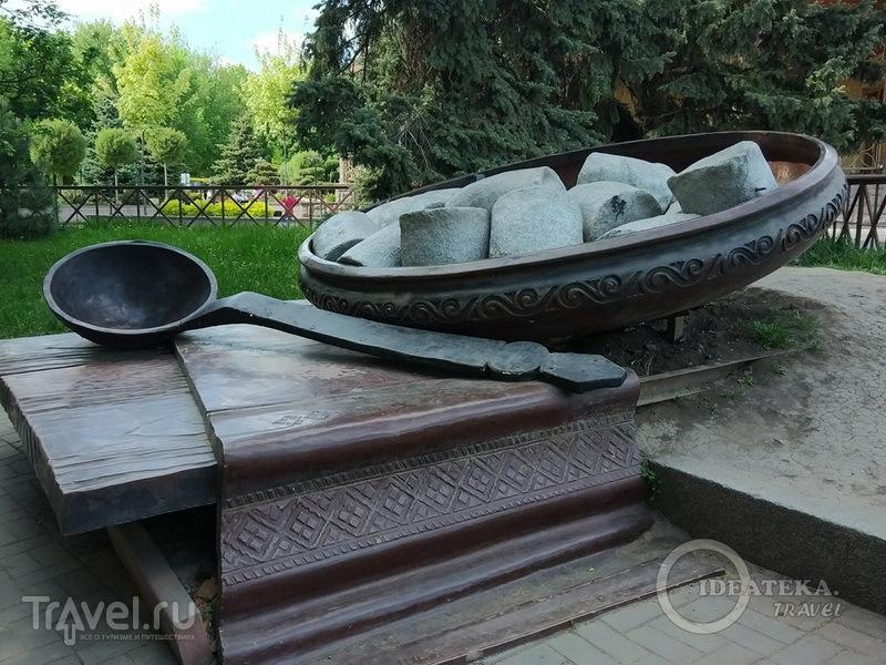 Памятник галушке в Полтаве / Фото с Украины