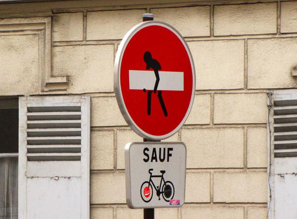 Дорожный знак в Париже / Франция