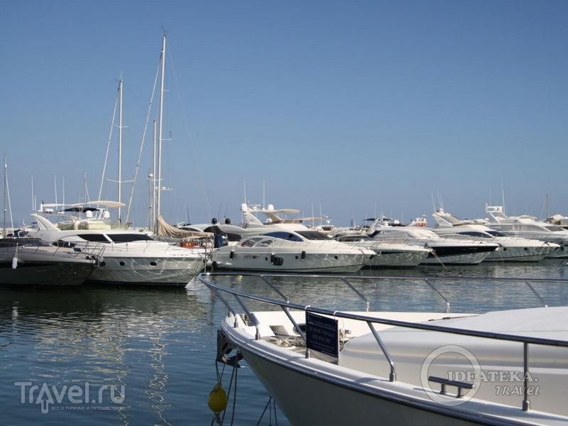 Яхты на причале Марбельи / Испания