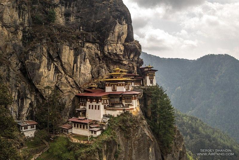 Гнездо тигрицы (Такцанг-Лхакханг) / Фото из Бутана