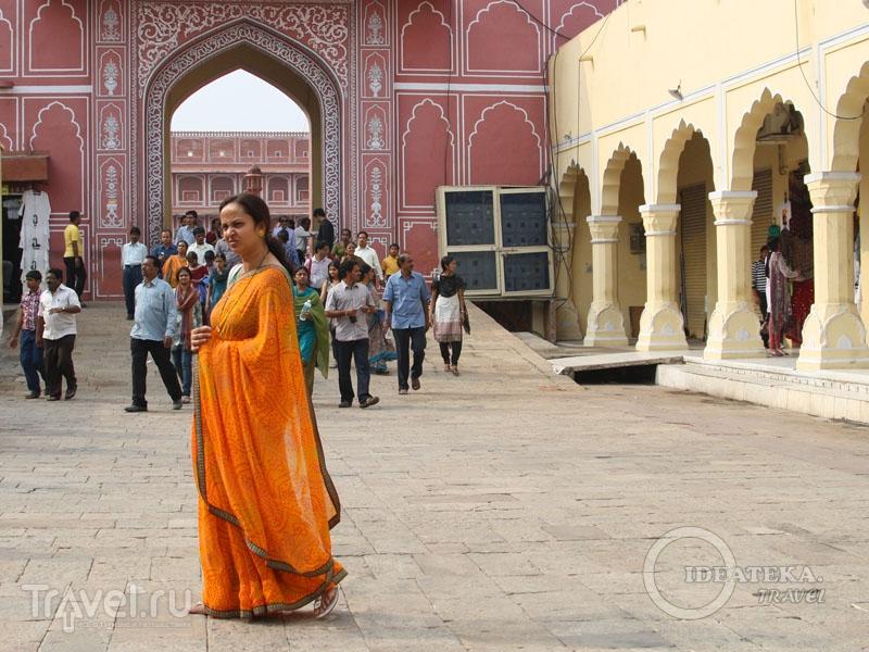 Женщина в сари в Джайпуре / Фото из Индии