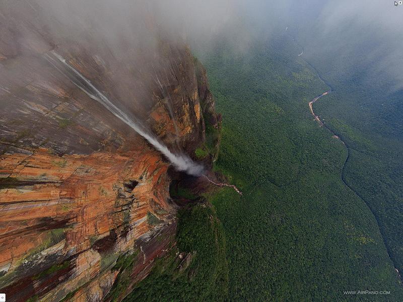 Вид с высоты 700м / Фото из Венесуэлы