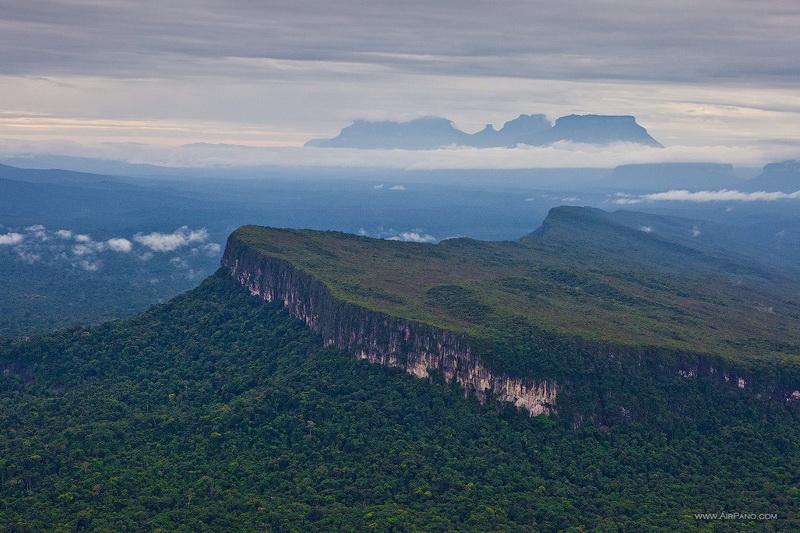 Окрестности водопада Анхель, типуи / Фото из Венесуэлы