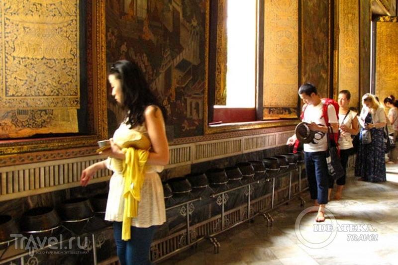 Горшки для подаяния в храме Лежащего Будды, Бангкок  / Фото из Таиланда