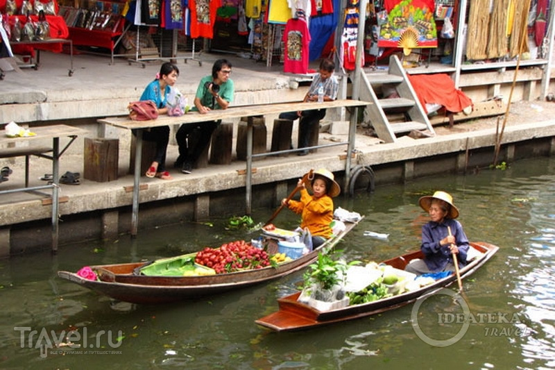 Торговки на плавучем рынке в Таиланде / Фото из Таиланда