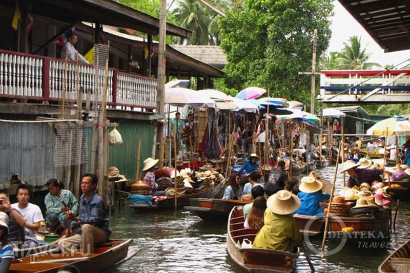 Лодки на плавучем рынке в Таиланде  / Фото из Таиланда