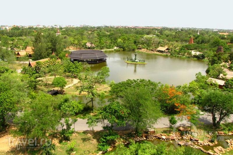Вид на парк Мыанг-Боран с горы, Таиланд / Фото из Таиланда