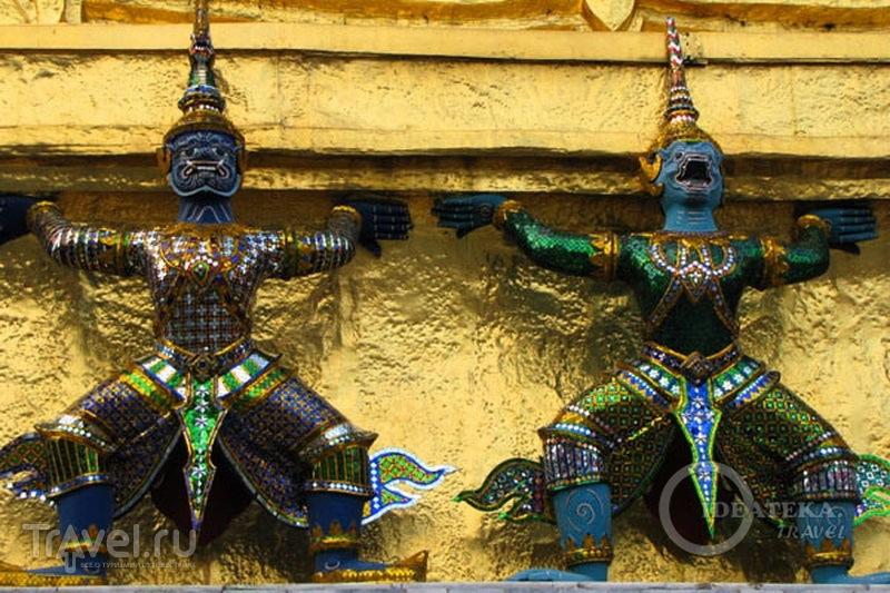 Скульптуры храмового комплекса у королевского дворца в Бангкоке / Фото из Таиланда