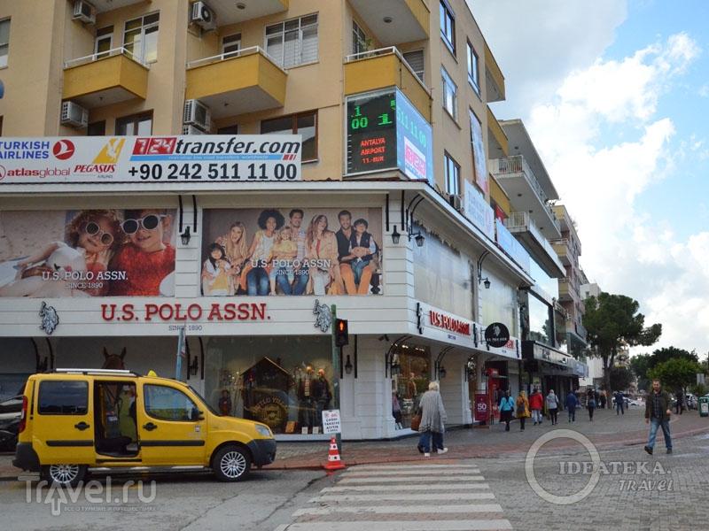 Дорогой магазин на бульваре Ататюрка в Аланье / Турция