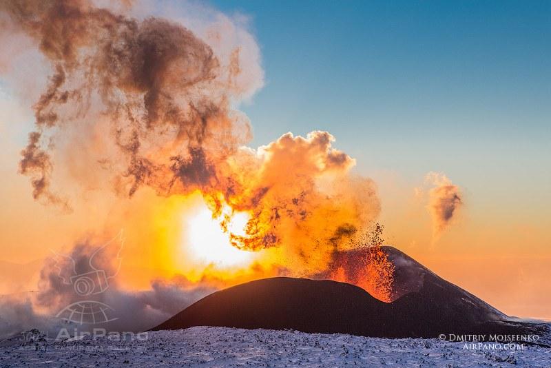 Извержение вулкана Плоский Толбачик / Фото из России
