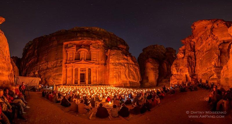 Петра, Сокровищница ночью / Фото из Иордании