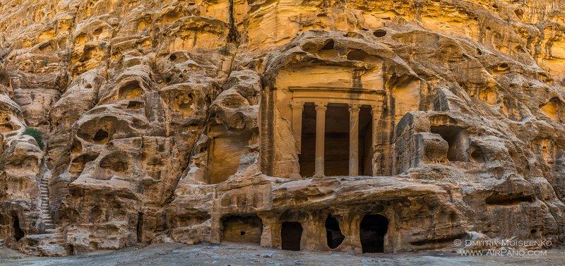 Гробницы Петры / Фото из Иордании