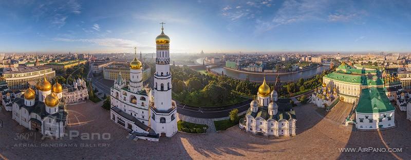 Соборная площадь, колокольня Иван Великий / Фото из России
