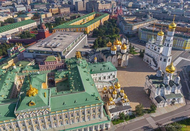 Вид на Соборную площадь Московского Кремля / Фото из России