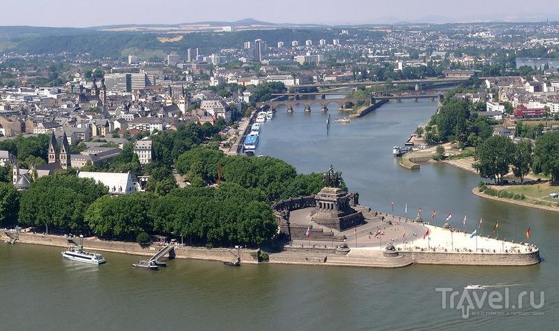 Вид на Немецкий угол в Кобленце / Германия