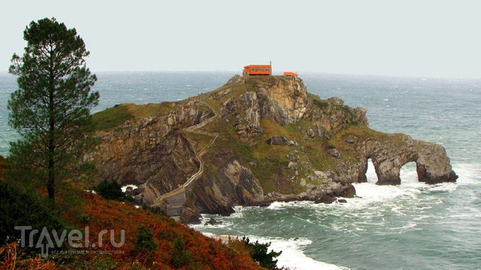 Остров Гастелугаче (Gaztelugatxe) в Испании / Фото из Испании