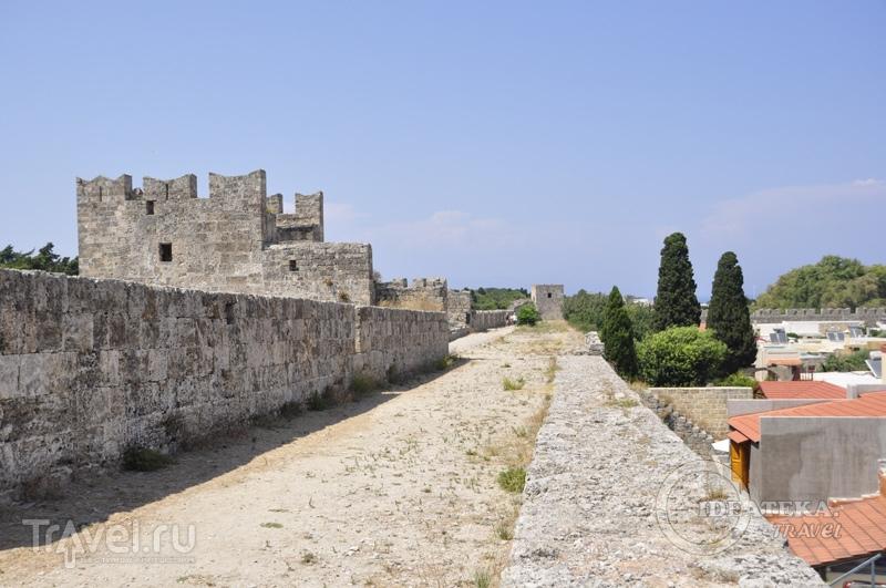 Крепостные стены Родоса / Фото из Греции