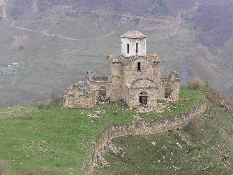 Храм в селении Сенты (Теберда) / Россия