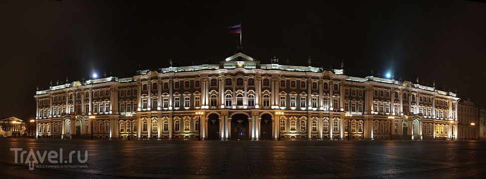 Главный вход с Дворцовой площади через арки Зимнего дворца / Россия