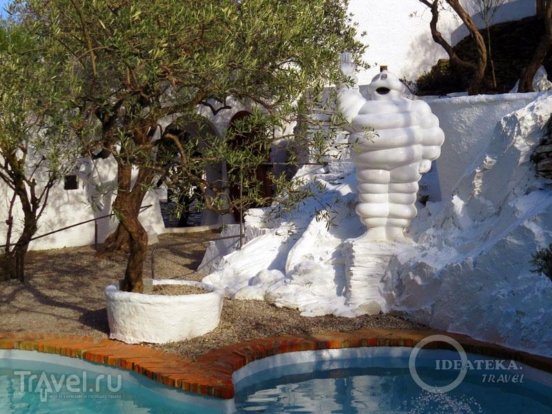 Бассейн в усадьбе Сальвадора Дали / Фото из Испании