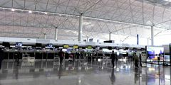 В аэропорт Гонконга перестали пускать встречающих и провожающих